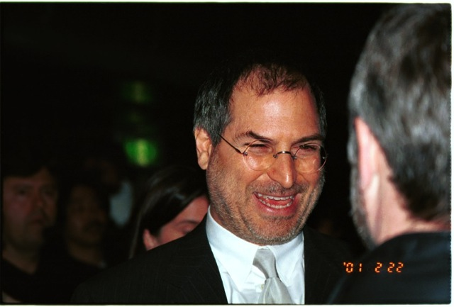 Steve Jobs leaving the staging after keynote of MacWorld Expo Tokyo 2001